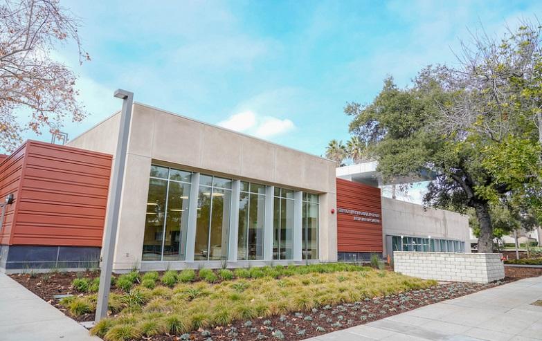 Exterior photo of Robinson Recreation Center building