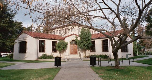 La Pintoresca Library